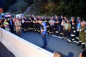 Mitglieder der Feuerwehren Klagenfurt und Umgebung sowie Vertreter des Roten Kreuzes wohnten der Vorstellung des DB SafeGate-Elementes bei.