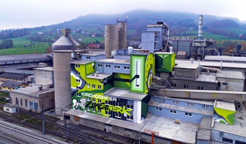 Kirchdorf setzt mit  kunstvoller Graffiti-Fassade ein Zeichen der Zeit