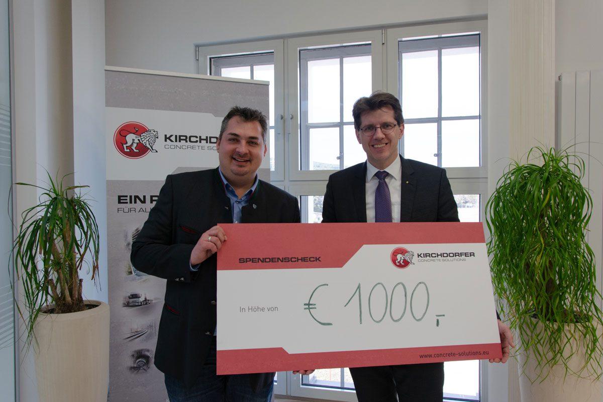 Die Kirchdorfer Fertigteilholding spendete an den Sozialfonds der Nachbarschaftshilfe der Pfarren Wöllersdorf und Steinabrückl