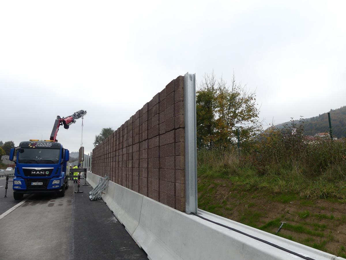 PHONOBLOC© DB NBF Installation entlang der A2 in Slowenien bei Višnja Gora.