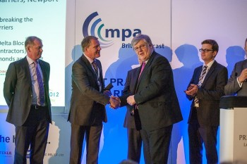 DELTA BLOC UK gewinnt den British Precast Innovation Award für vorgefertigte Schutzwände auf der M4